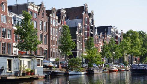 Amsterdam obnoví po ročním moratoriu stavbu datových center